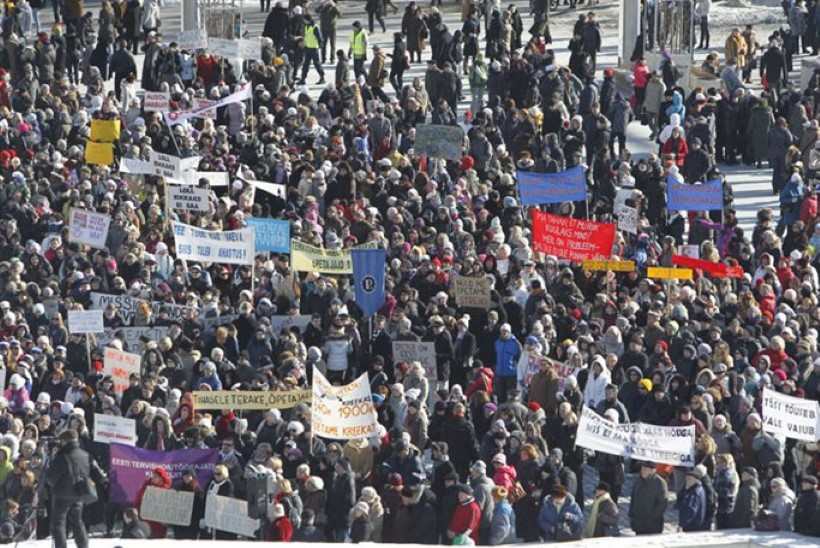 VÄLJAK OLI RAHVAST TÄIS: Tallinnas toimus õpetajate miiting