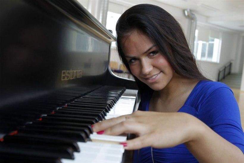 """Koolitüdruk ihkab maailmas läbi lüüa: """"Tahan, et mu kirjutatud laule teaksid kõik!"""""""