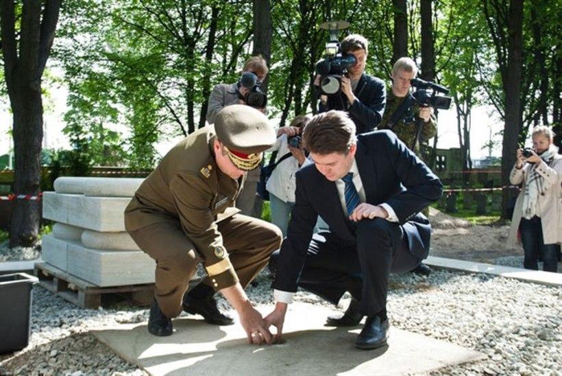 Kaitseväe kalmistul taastatakse Vabadussõja mälestusehis, täna pandi nurgakivi