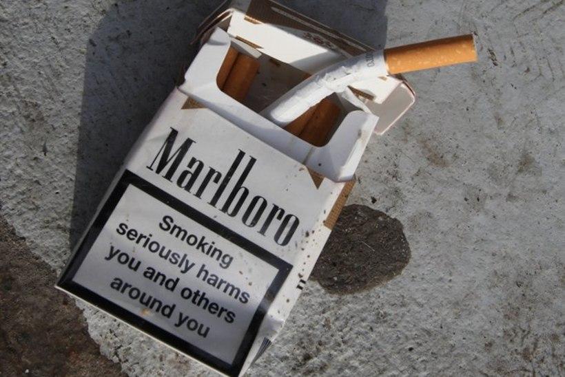 Purjus suitsumees pani oma diivani põlema