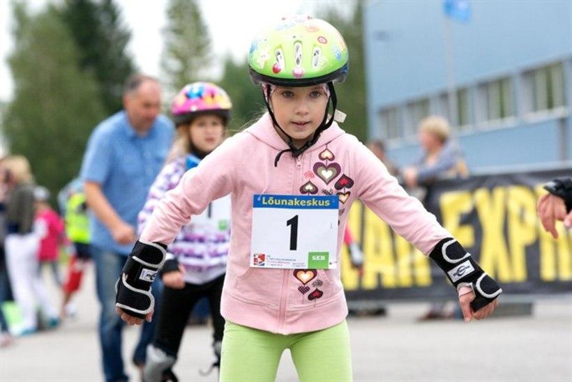 GALERII: Tartus rullitasid lapsed maratonil