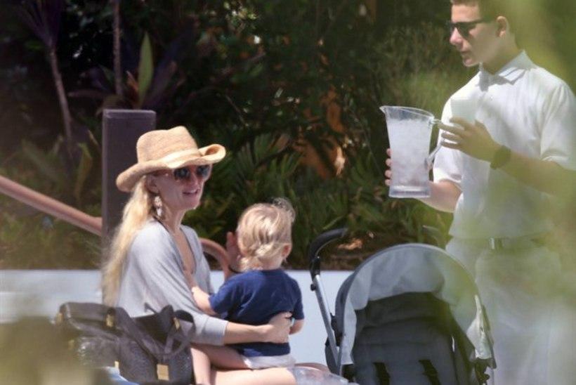 NÄDALA PAPARATSO: Kate Hudson perega rannapuhkusel, rase Fergie abikaasaga ja reporterid Alec Baldwini jälitamas