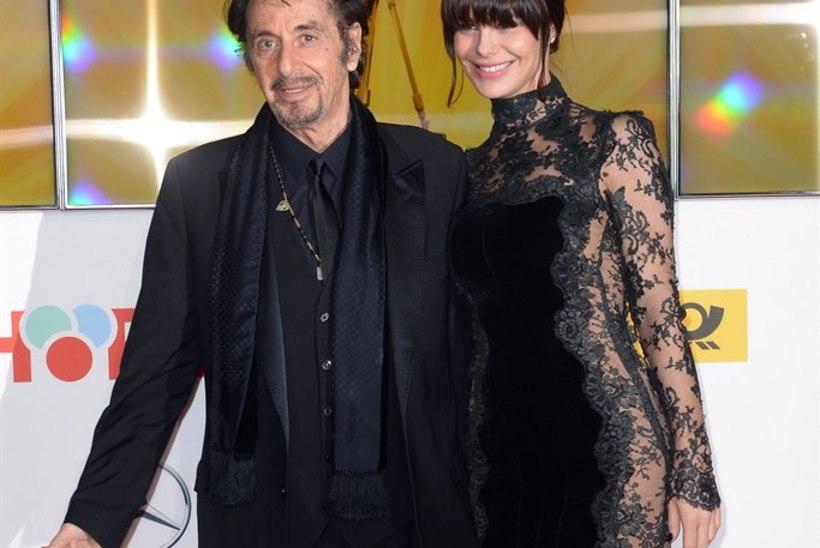 MURDJA: Al Pacinost 40 aastat noorem tüdruksõber talutab staari