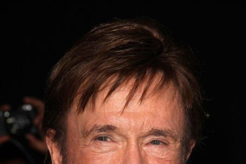 Sünnipäevalaps Chuck Norris - mees, kel on silmad kuklas ning kes peatab mootorsae paljakäsi