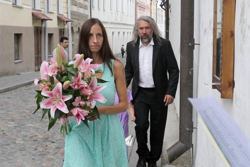 Anni Pohlak ja Tomi Rahula vahetasid jaanipäeval sõrmuseid