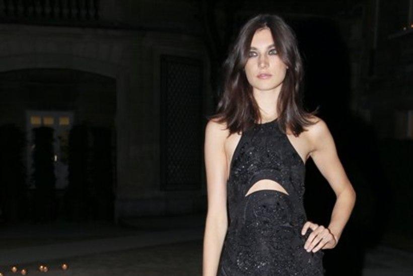 Karmen Pedaru paljastas Vogue'is rinnad