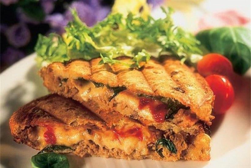 Kuum võileib tuunikala ja mozzarellaga