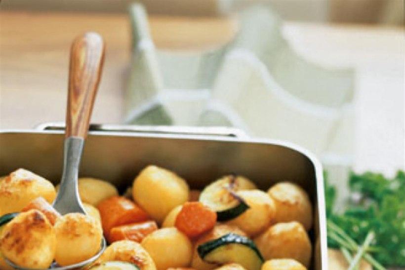 Küpsekartulid köögiviljadega