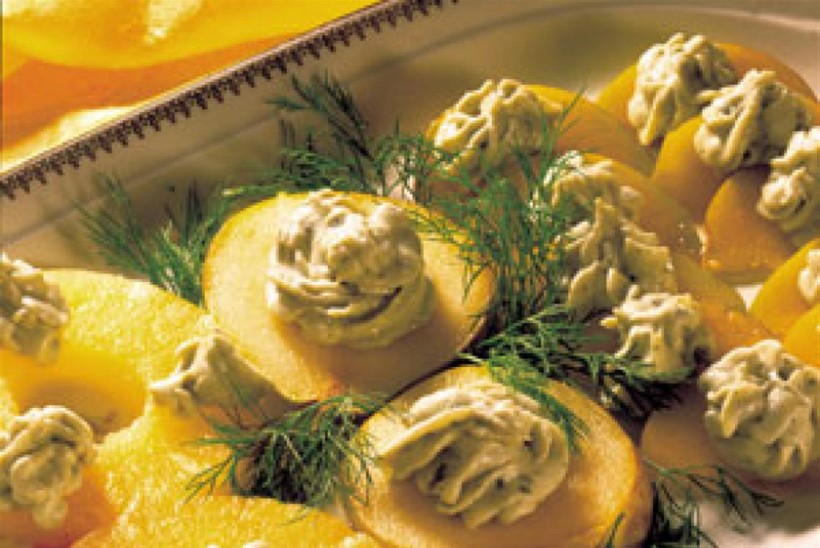 Pirni ja ananassi suupisted sinihallitusjuustuga