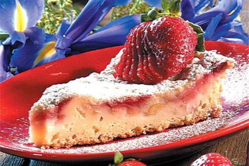 Rabarberi-maasikapirukas