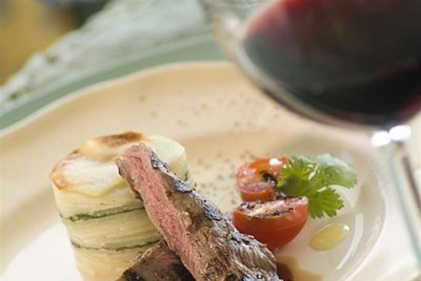 Grillitud lambafilee spinati-kartuligratääni ja Marsala kastmega