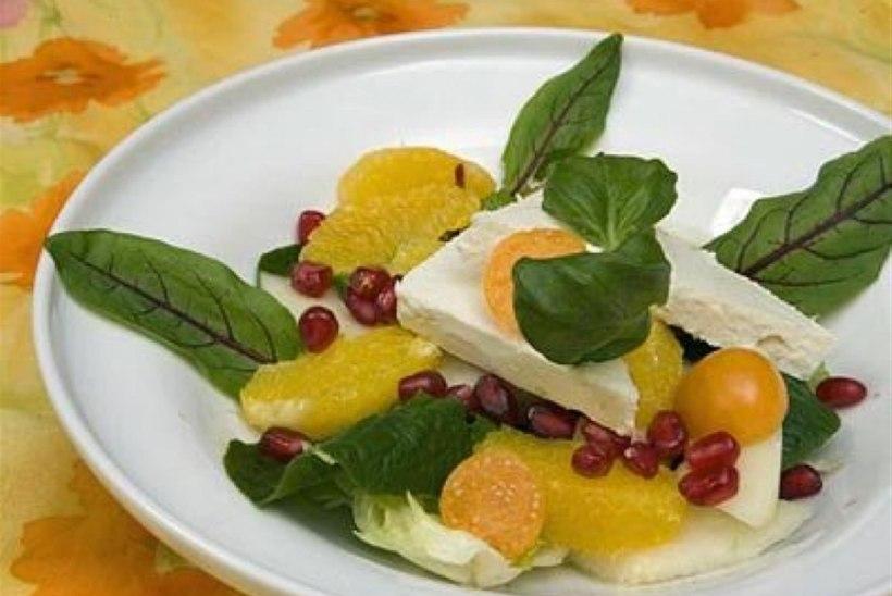 Fetasalat puuviljadega
