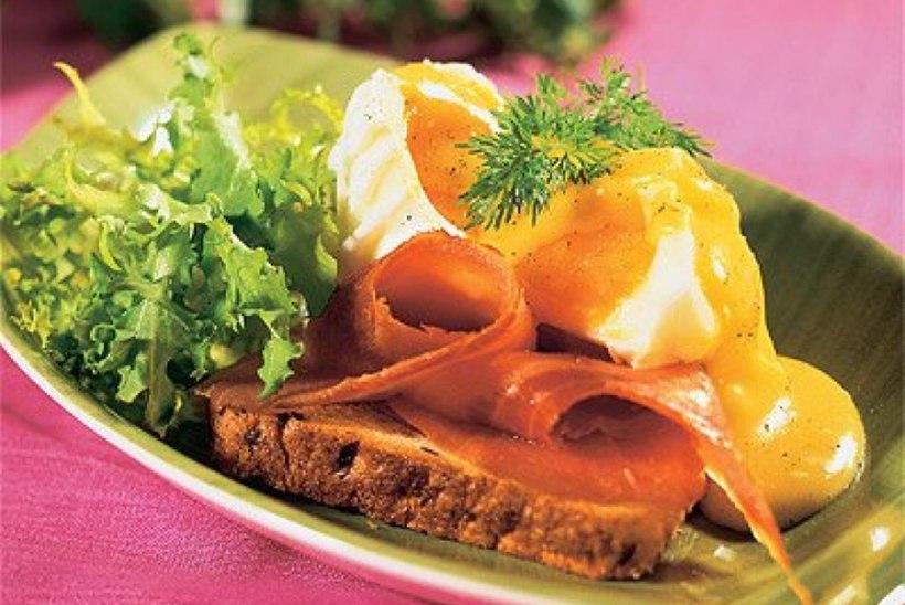 Benediktiini munad suitsuforelli ja hollandi kastmega