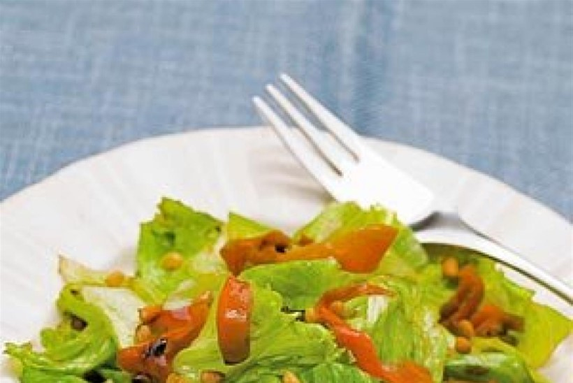 Salat röstitud porgandi ja piiniaseemnetega