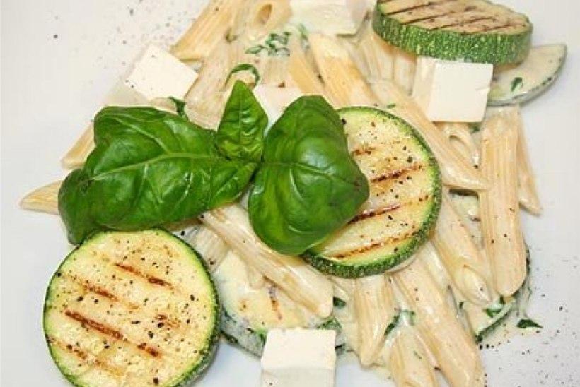 Penned feta ja suvikõrvitsaga