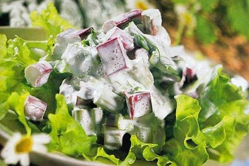 Rabarberi-lehtsalat