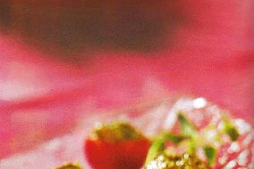 Pestoga täidetud kirsstomatid