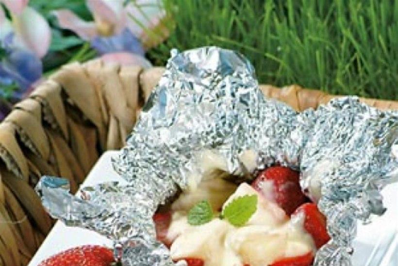 Ananassi-maasikapakid
