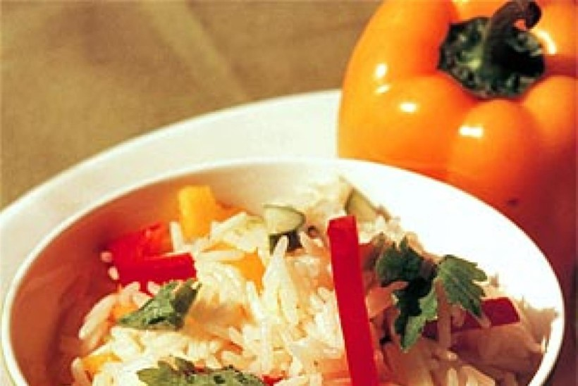 Paprika-riisisalat karrimajoneesiga