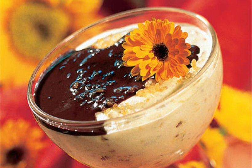 Pähklitarretis šokolaadikastmega