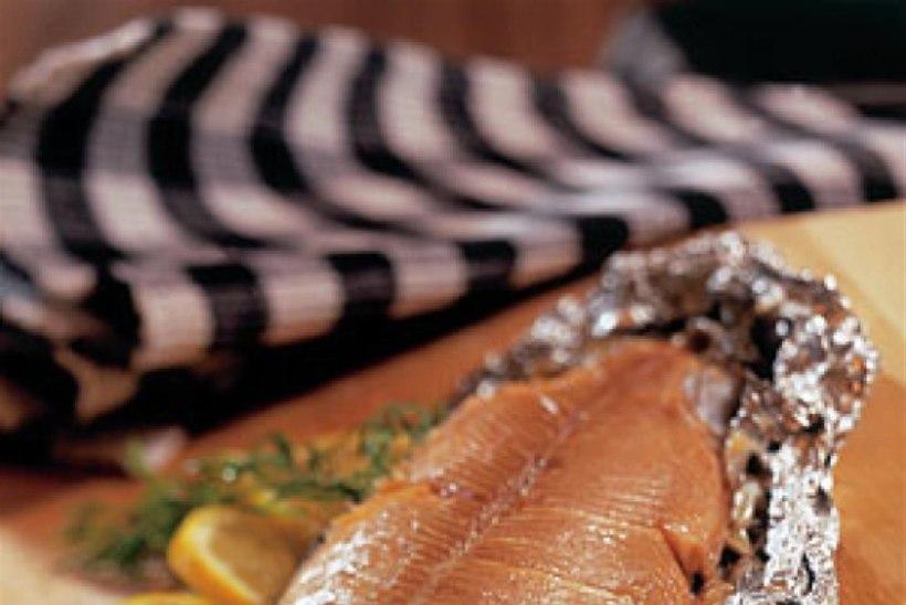 Täidetud kala fooliumis