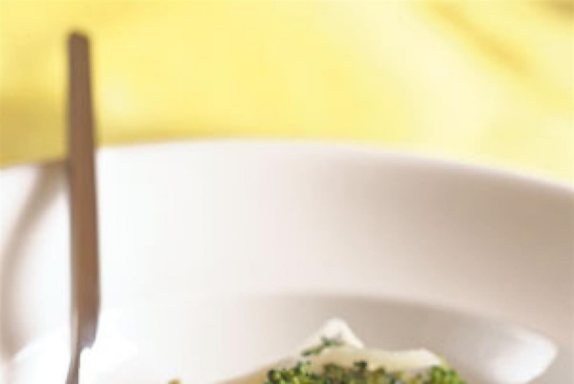 Aurutatud brokoli küüslaugu, palsamiäädika ja Parmesaniga