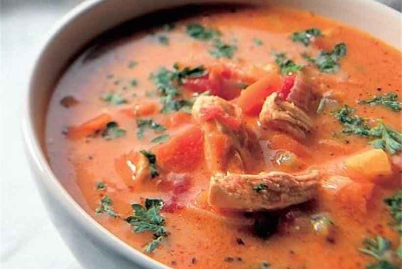 Kana-köögiviljasupp tomatiga