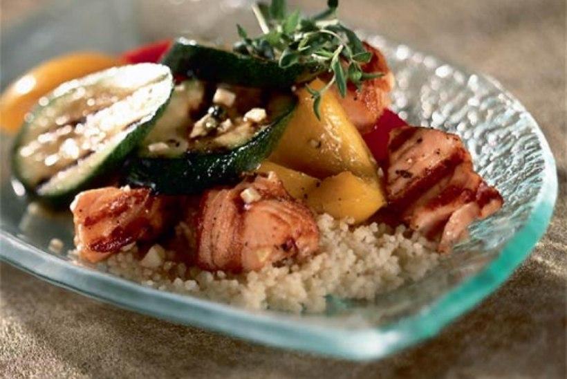 Kuskussi-lõhesalat grillitud köögiviljadega