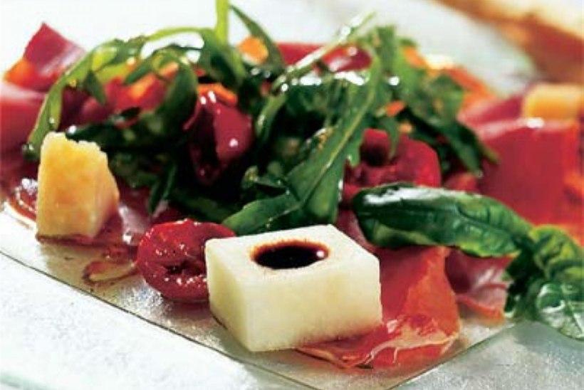 Antipasti prosciutto ja parmesaniga