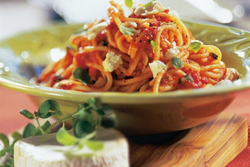 Spagetid tomati ja kitsejuustuga