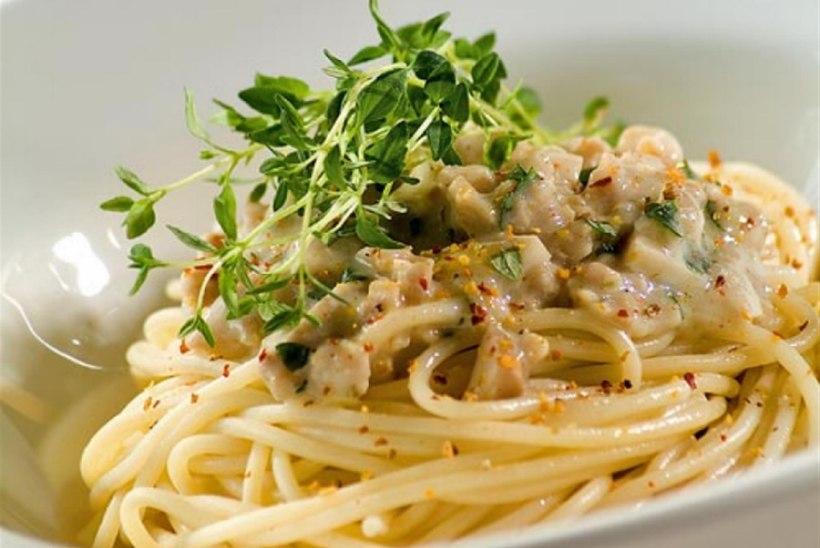 Kanahakkliha- ja seenekaste spagettidega