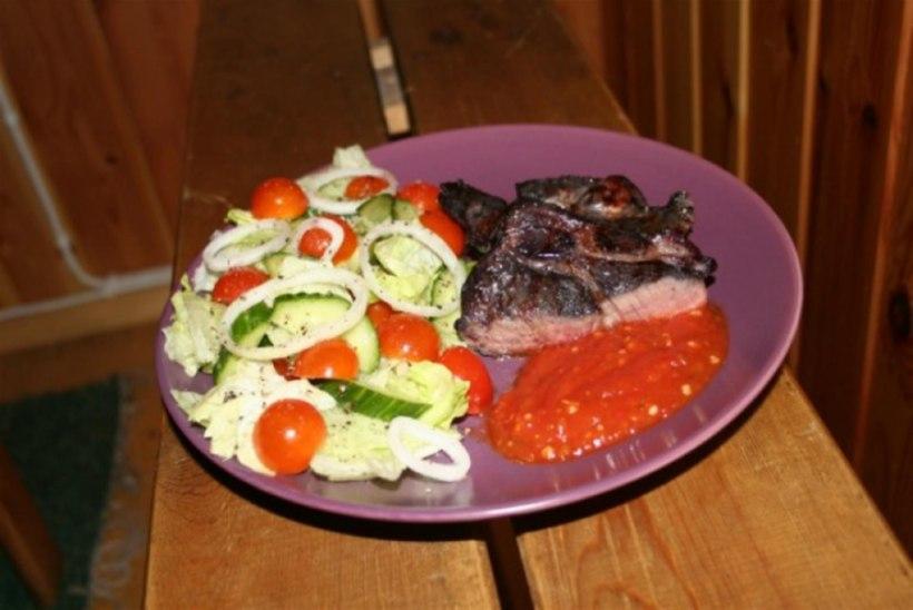 Mahlane BBQ-karbonaad mustika-küüslaugumarinaadis