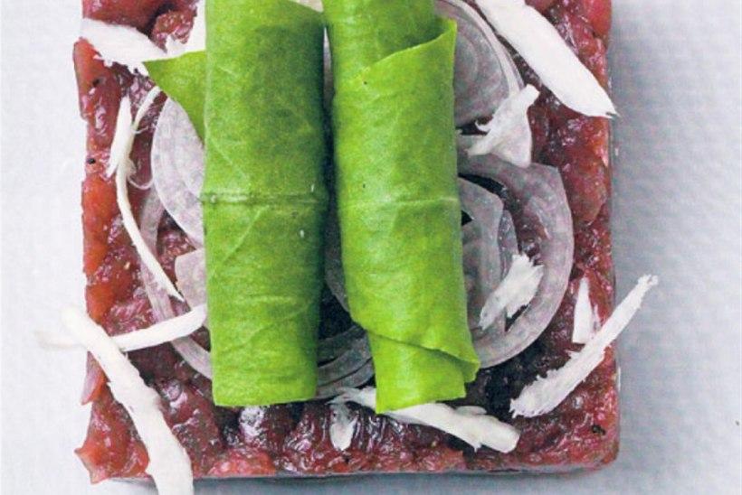 Metskitse-tartar värske mädarõika, šalottsibula ja vutimunaga