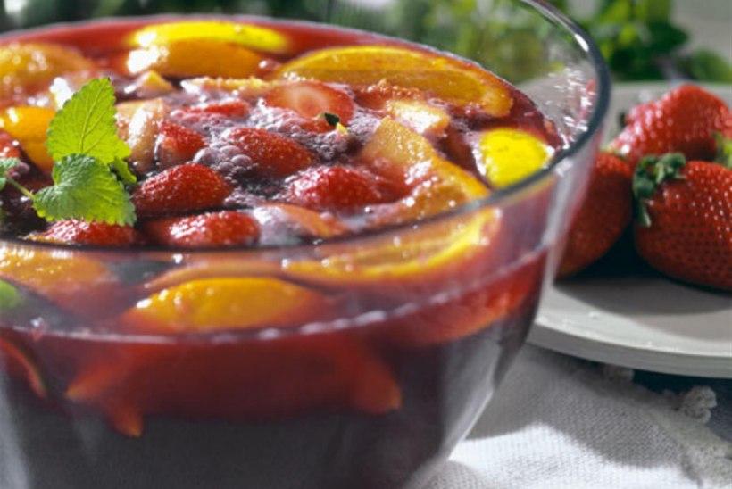 Sangria maasikatega