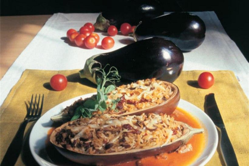 Hakklihatäidisega baklažaan tomati-karrikastmes