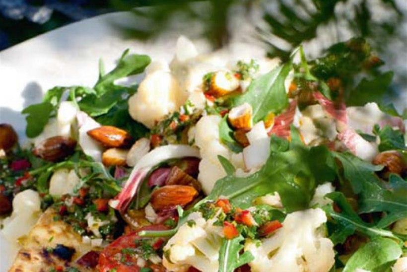 Vürtsikas lillkapsasalat ja tomatipihvid