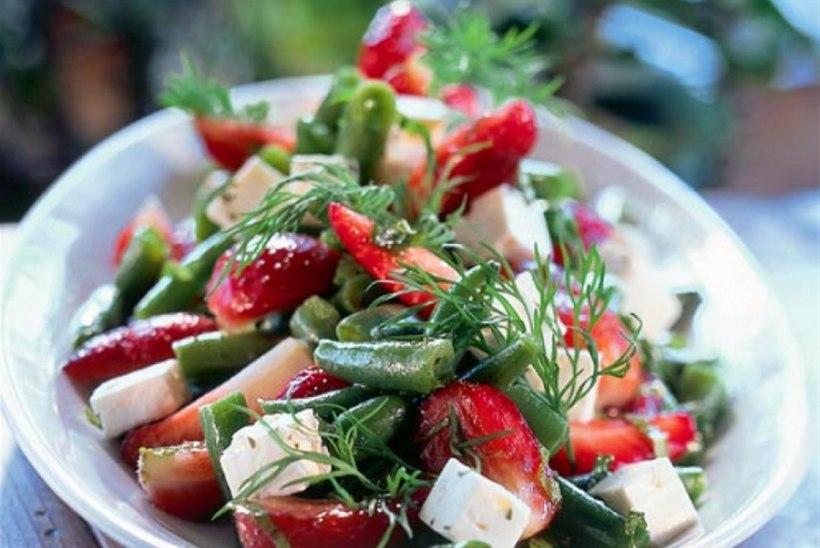 Maasika-oasalat mündi ja fetaga