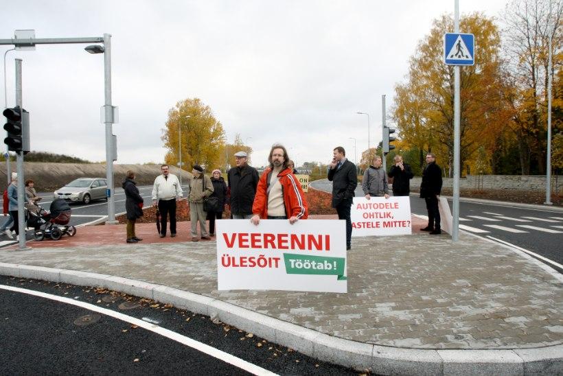 GALERII: Luite asumi elanikud läksid protestimarsiga Ülemiste vanakeselt aru pärima