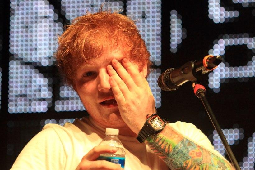 Ed Sheeran ei suutnud lõpetada Christina Aquilera rinnapartii jõllitamist