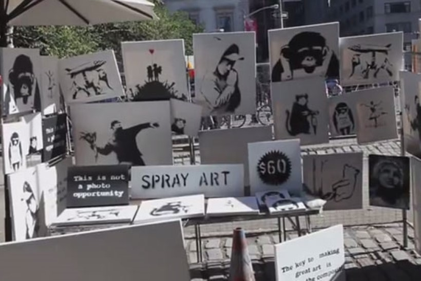 Kuulsa grafitikunstniku uus tüng: vähemalt 30 000 dollarit maksvaid pilte müüdi tänaval 60 dollariga