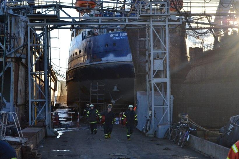 Koplis Balti laevaremonditehases süttis laev põlema