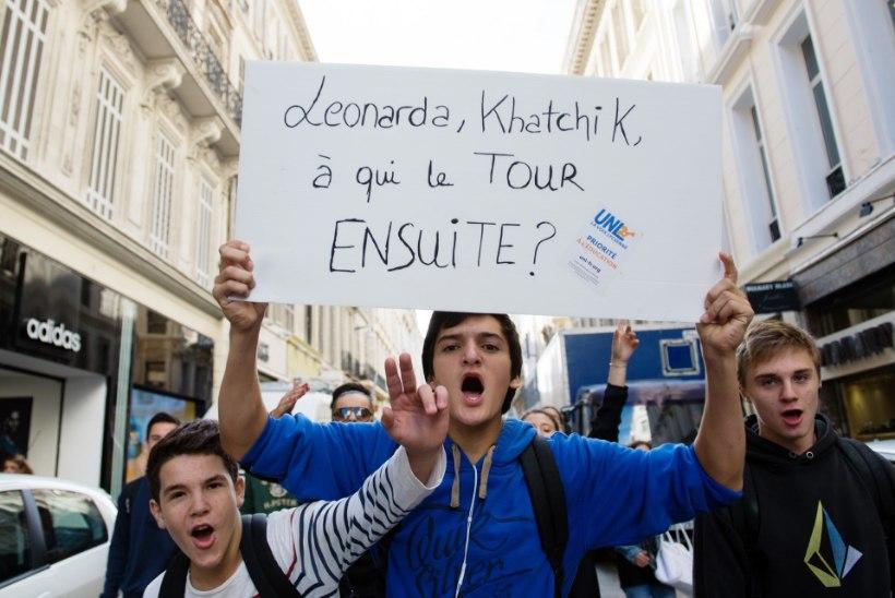 FOTOD: Pariisis mässavad koolilapsed illegaalide väljaheitmise vastu