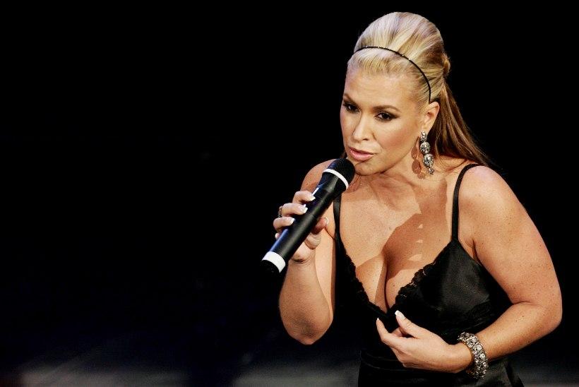 Laulja Anastacia kaotas vähile mõlemad rinnad