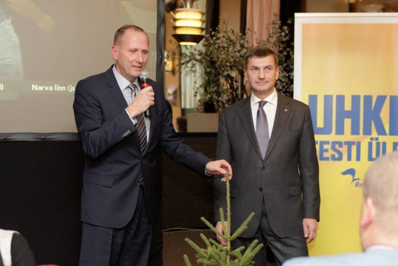 Ansip kinkis kuuse ja loodab Tallinnas koalitsiooni luua