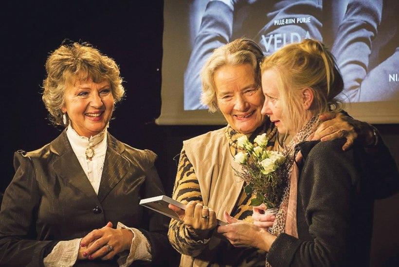 Eesti teatri uus rändauhind: Laine Mägi pälvis Velda Otsuse hõbepeekri