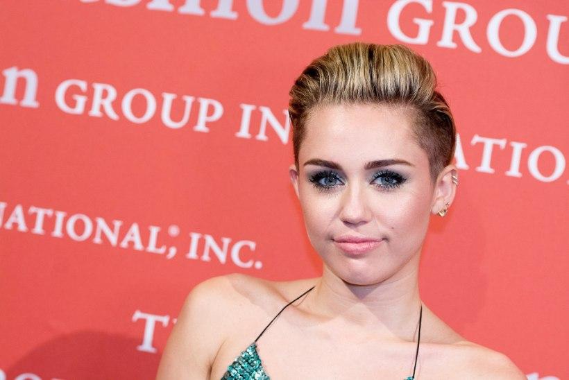 Miley Cyrus eelistab publiku ees nutmapuhkemisele paljas olemist