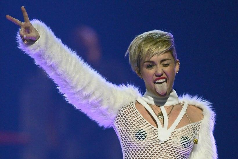 Sinead O'Connor Miley Cyrusele: sepahaamri lakkumine ei ole lahe