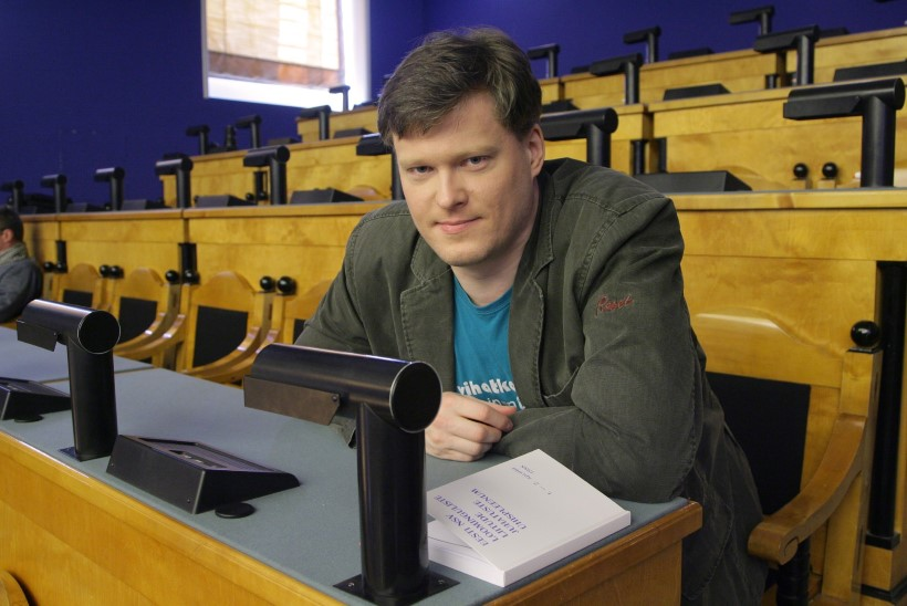 Kirjanik Jaak Urmet: Kender ei saa Sirbis hakkama
