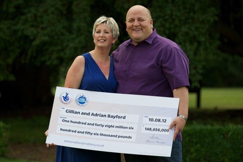 Lotoga 190 miljonit eurot võitnud inglise paari abielu läks pauguga lõhki