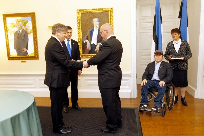 """Ansip kodanikupäeva aumärkide laureaatidele: """"Te olete olnud Eesti riigi eeskujulikud kodanikud!"""""""